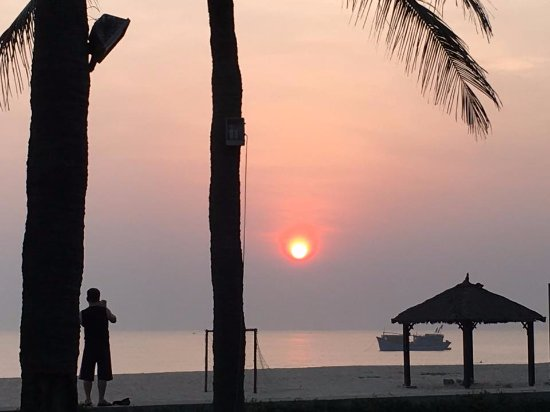 Ana Mandara Hue: Another Brilliant Sunrise