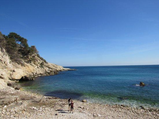 Ensues-la-Redonne, Francia: Clear water
