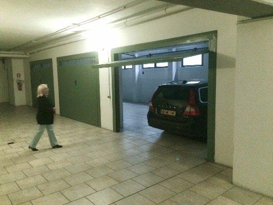 Cavour: Closed private parking