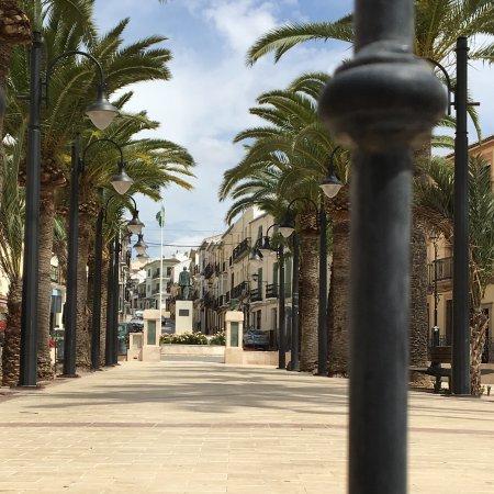 Archidona, Spagna: Mooi pleintje met palmbomenpleintje
