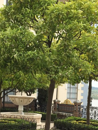 Archidona, Spania: Pleintje met mooie moorse bankjes