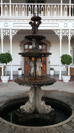 Matjiesfontein, Südafrika: Fountain at the entrance
