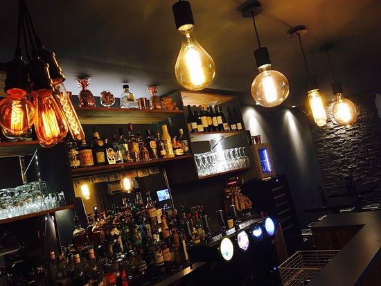 Le 130 Cocktail & Wine Bar