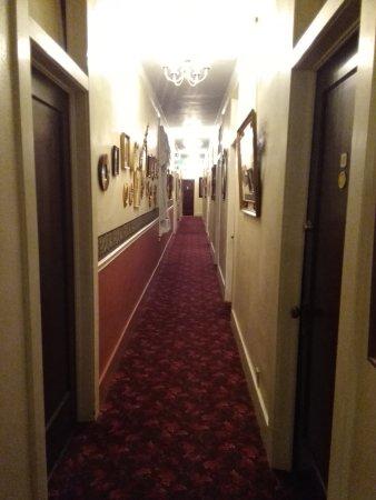 Palace Hotel: Flur zu den Zimmern
