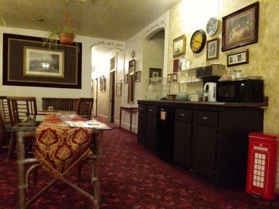 Palace Hotel: Frühstücksanrichte