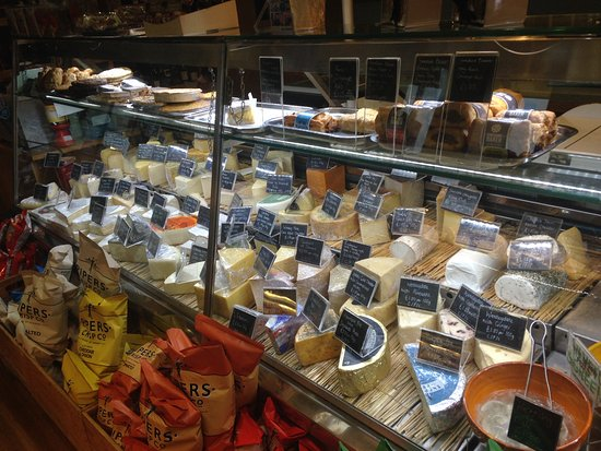 Helmsley, UK: HUNTERS CHEESE SELECTION