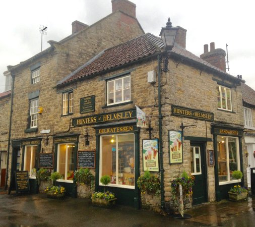 Helmsley, UK: HUNTERS ON A WET MARCH AFTERNOON