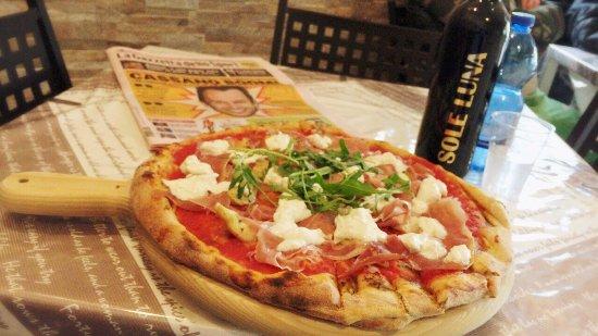 Pizza natale picture of pizzeria sole e luna da - Pizzeria bagno di romagna ...
