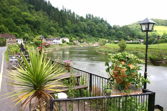 Tintern, UK: Rose and crown chairs and tables overlooking the River Wye