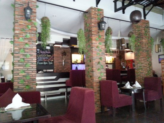 King Grand Suites Boutique Hotel II: The bar counter
