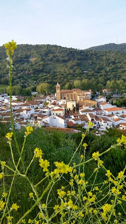 Almonaster La Real, Spanien: View of the town of Almonaster from the top of the hill.