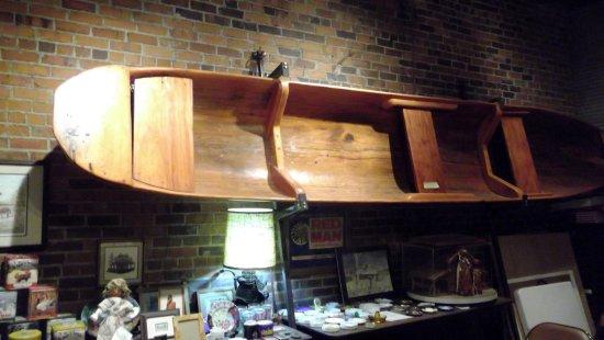Mullins, Güney Carolina: Beautiful old cypress dug out canoe