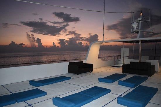 Чалонг, Таиланд: The top deck at sunrise