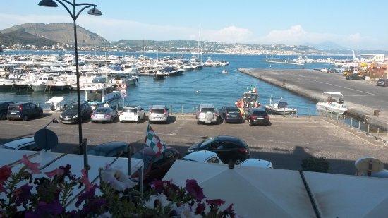 Baiae, Itália: Vista dal balconcino della camera