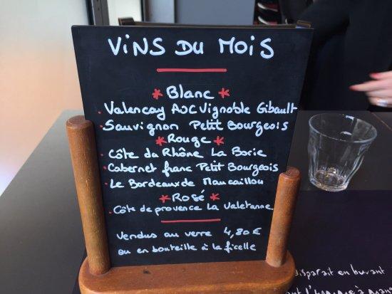 Levallois-Perret, France: Bon choix de vins à prix raisonnables