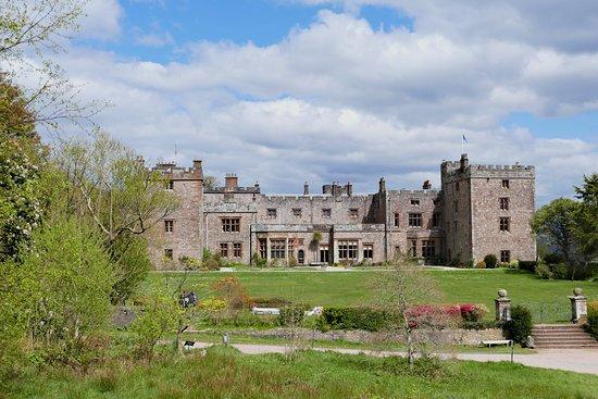 Ravenglass, UK: Muncaster Castle