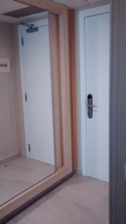 Aparthotel Best Da Vinci Royal: Recibdor /armario ( espejo)