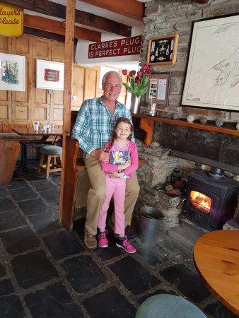 Crookhaven, Irland: Open fire place inside Inn