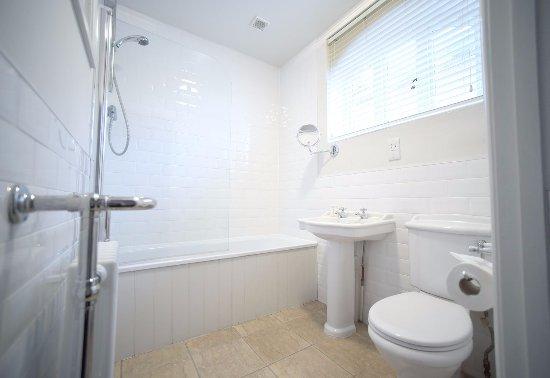 Dunwich, UK: Contemporary bathroom