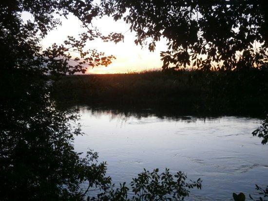 Shakawe, Botswana: Zonsondergang in Xaro