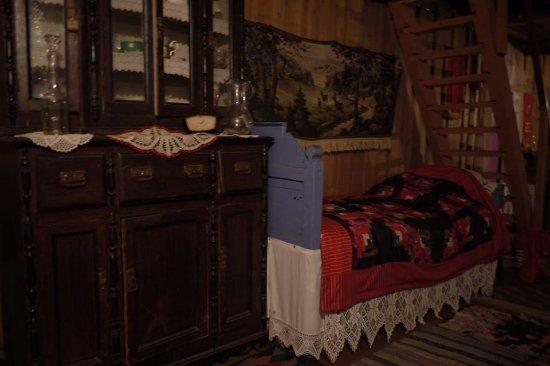 Kimzha, Russia: Проход и лестница на чердак