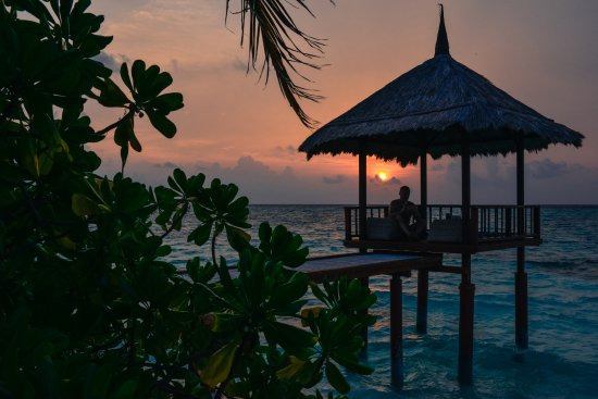 Banyan Tree Vabbinfaru: Sunsets from our villa (viewing deck on stilts)