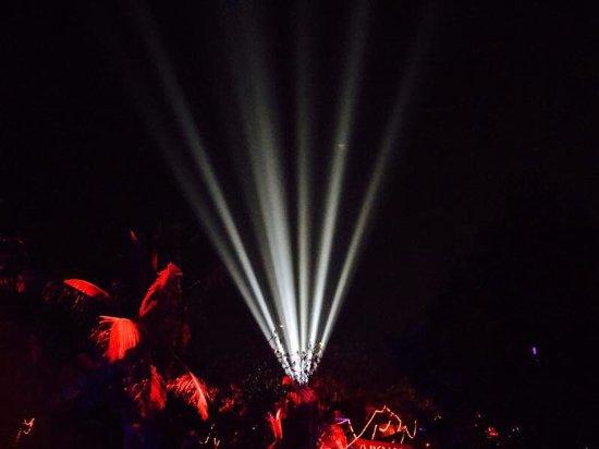 Club Cubana: the entry lights