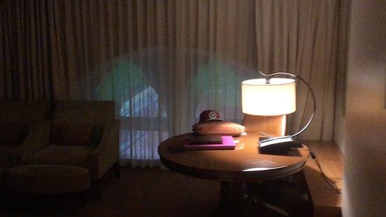 St. Pancras Renaissance Hotel London: Very dark, room 351, on a sunny day