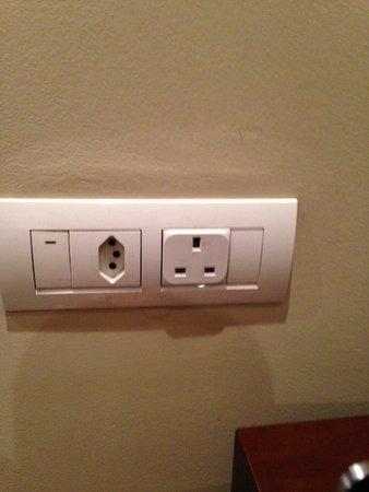 Protea Hotel by Marriott Transit : UK wall socket