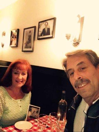 เลอโนซ์, แมสซาชูเซตส์: us at Frankie's