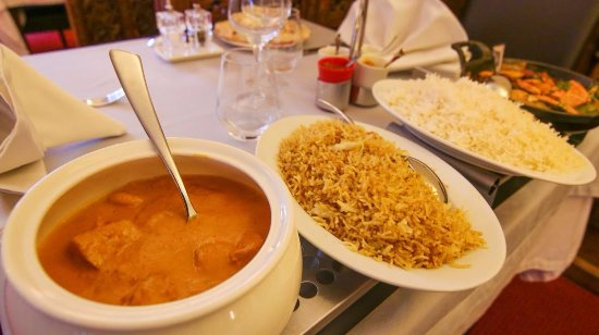 Saint-Genis-Pouilly, Frankrike: poulet  Shai Korma et riz basmati aux oignons