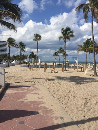 Fort Lauderdale Beach Park: basketball courts