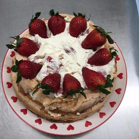 Spean Bridge, UK: Strawberry Meringue Cake