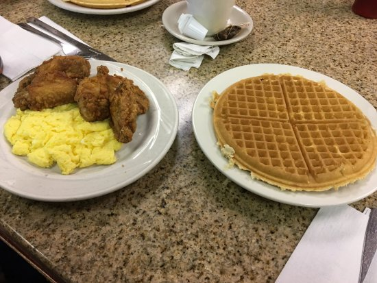 Lincoln's Waffle Shop: Chicken & Waffles - the Chicken was tasty, eggs were cooked well, was too full to finish the waf