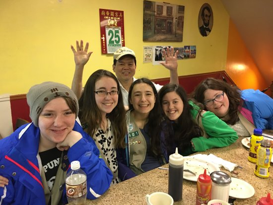 Lincoln's Waffle Shop: Our Girl Scout Troop & Denny - he kept the girls smiling & laughing at 7 am!