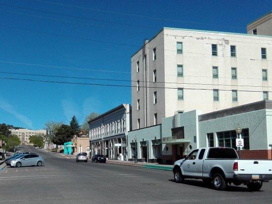 Murray Hotel : das Hotel rechts im Broadway