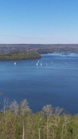 Lake Guntersville State Park Lodge: View from out balcony with sailboats on lake