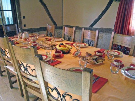 Barneville sur Seine, Francia: La Table du petit déjeuner