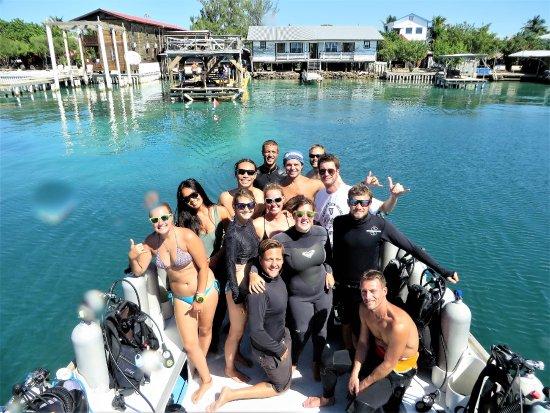 Utila, Honduras: Fun divers leaving UDC docks