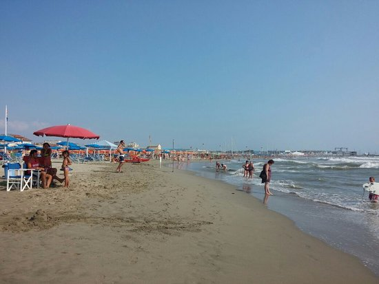 Bagno raffaello viareggio all you need to know before you go with photos tripadvisor - Bagno milano viareggio ...