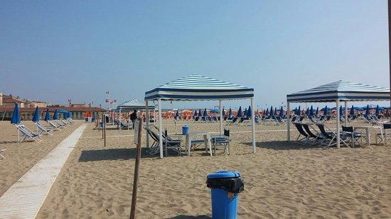 Playa Viareggio - Picture of Bagno Raffaello, Viareggio - TripAdvisor