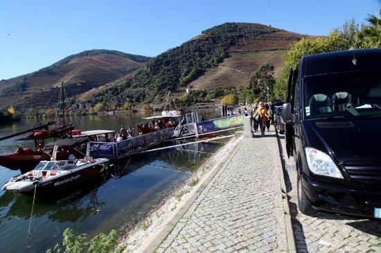 Amadora, Portugal: Vale do Douro. Passeio obrigatório de barco no Pinhão !