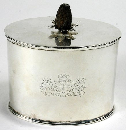 Quechee, VT: Georgian sterling silver tea caddy with pineapple finial