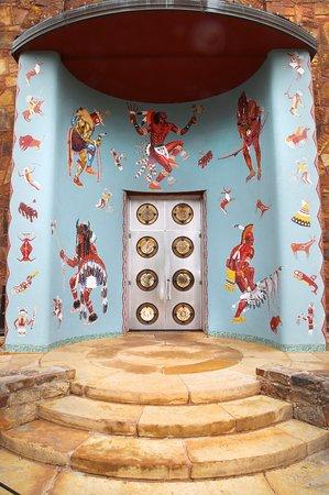 Bartlesville, OK: Woolaroc Museum front entrance