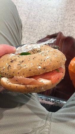 Starbucks Victoria Station London : Bagel salmone philadelphia e spinaci