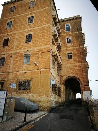 Birgu (Vittoriosa), Malta: Rolling Geeks