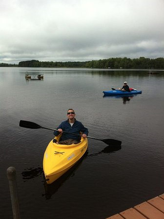 Lac du Flambeau, Ουισκόνσιν: Guests enjoy free use of kayaks, paddleboards, canoe, paddleboat