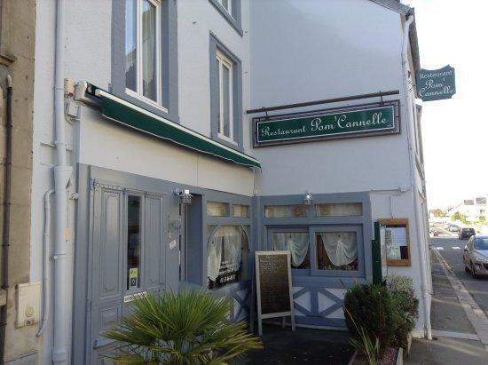La Haye-du-Puits, France: La façade de l' établissement