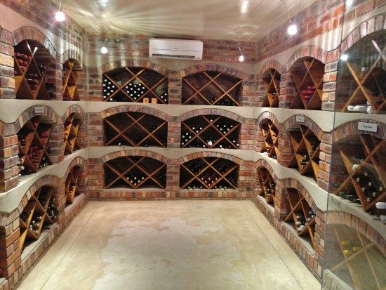 Tamodi Lodge: The wine cellar