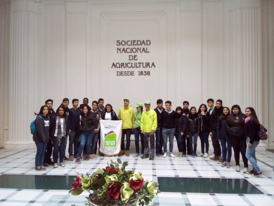 Spicy Chile - Free Walking Tours: Alumnos de SNA Educa junto a guias Spicy en Edificio Patrimonial de SNA en calle Tenderini